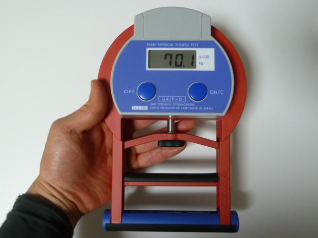 竹井機器の握力計で70kg