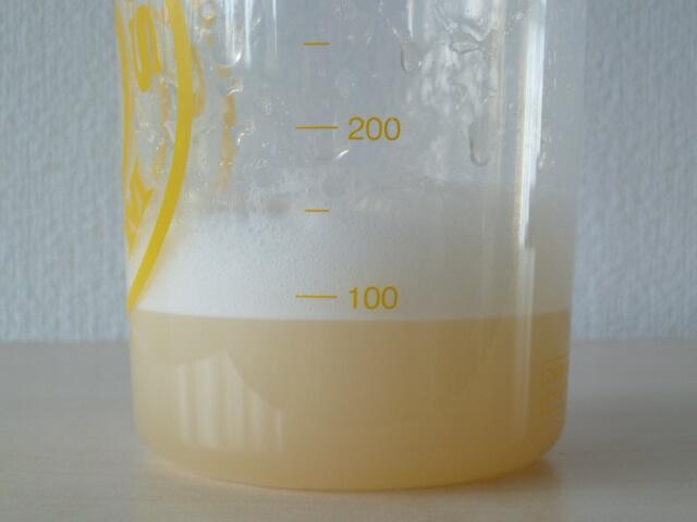 ゴールドスタンダードアイソレートのリッチバニラ味を水で溶かす