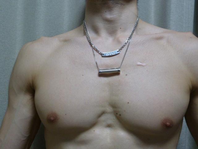 SEVとCHRIOのランニング用ネックレス