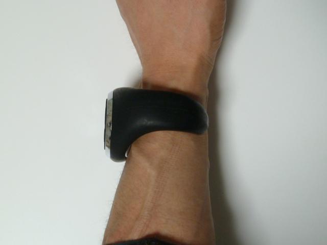 ドクターエア・3DスーパーブレードSの腕時計型リモコンのサイズ