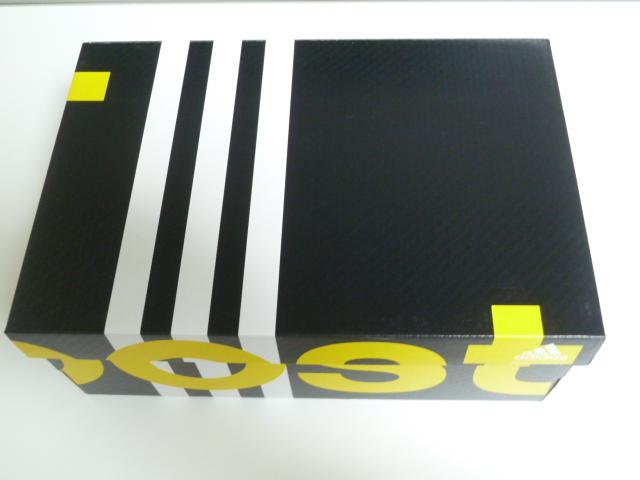 アディゼロ・タクミセンブースト3元箱