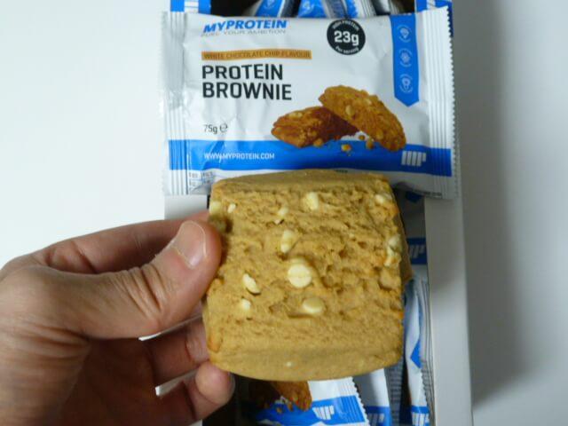 マイプロテインのプロテインブラウニー「ホワイトチョコレートチップ味」をレビュー