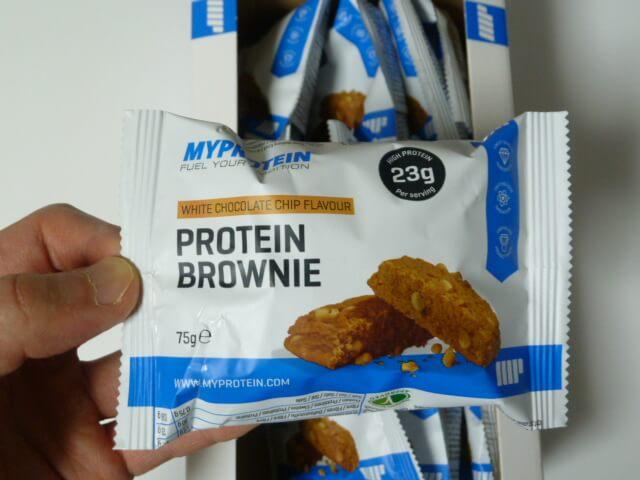 マイプロテインのプロテインブラウニー「ホワイトチョコレートチップ味」を食べてみた感想「結構美味い」