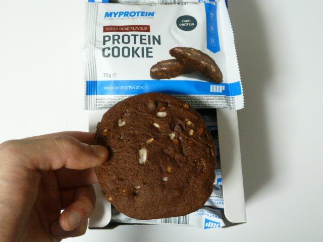マイプロテインのプロテインクッキーを食べてみた感想「かなり美味い」